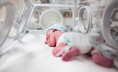 недоносено бебе