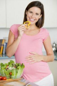 Лятното меню на една бременна – възможни грешки!