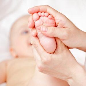 Плоско стъпало при подрастващи бебета и деца