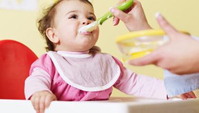 Лятното бебешко меню и витамините в него