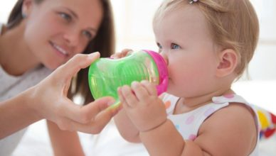 Водата за бебето – кога, колко и с какви характеристики