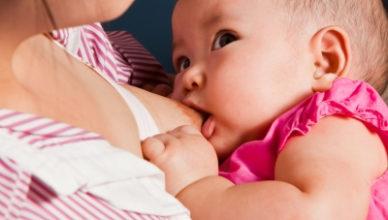 Бебето хапе докато суче – какво да правим когато кърменето се превърне в болезнена практика