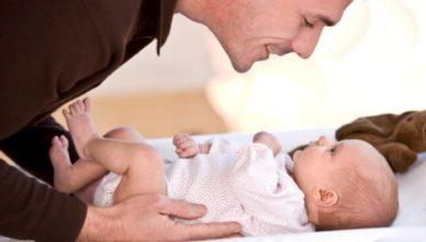 Първата годинка на бебето и важната роля на татковците