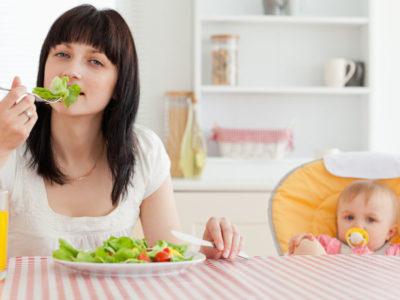 Храните, които трябва да избягвате докато кърмите