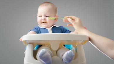 Бебето отказва храна - възможни причини и решения