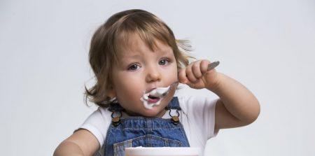 Кога и как да въведем млечните храни в менюто на бебето