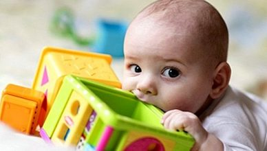 Подходящи играчки за бебето според възрастта му